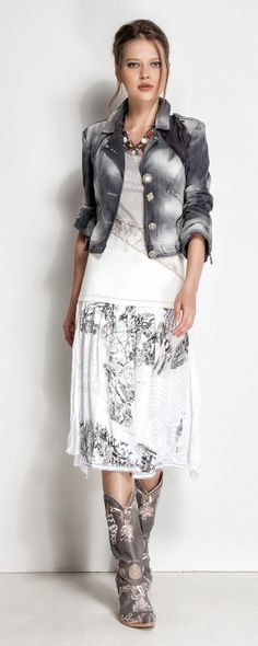 Designer Daniela Dallavalle collections/Elisa Cavaletti Fashion 2020, Love Fashion, Autumn Fashion, Womens Fashion, Romantic Outfit, Romantic Fashion, Accessorize Fashion, Elisa Cavaletti, Look Boho
