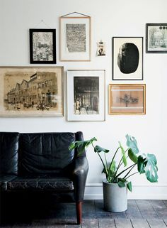 neutral gallery wall above black leather sofa - lovely pins Best Leather Sofa, Black Leather Sofas, Black Sofa, Dark Couch, Inspiration Wall, Interior Inspiration, Unique Sofas, Living Spaces, Living Room