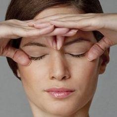 Si sufres de miodesopsias, moscas volantes o flotantes como también se les conoce, estoy seguro que este artículo sobre como eliminar manchas en la vision,
