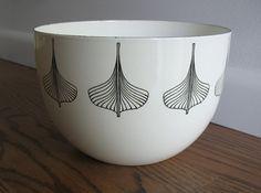 Arabia Enamel Bowl Kaj Franck Enamel Bowl Viking Ship Finel Finland - not available anymore but I love this pattern! North Design, Best Popcorn, Color Me Mine, Viking Ship, Bowl Designs, Close Up Pictures, Scandinavian Style, Tea Set, A Table