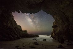 LA IMAGEN DESTACADA DE LA SEMANA: La Vía Láctea desde una cueva marina en Malibú