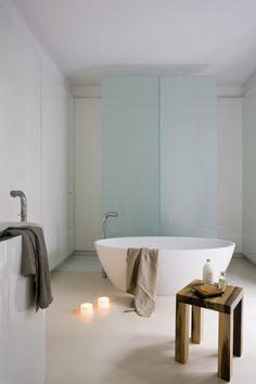 Bathroom Design, love the milky glass Barcelona Apartment by YLAB Arquitectos in interior design Category Bad Inspiration, Interior Design Inspiration, Bathroom Inspiration, Design Ideas, Design Spa, Bath Design, Design Trends, Minimalist Bathroom, Modern Bathroom