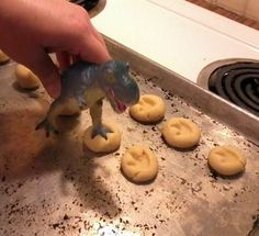 Cute idea for a dinosaur party! Simple sugar cookies with dinosaur footprints. Use a dinosaur toy figure to make the footprint. This is virtually a free DIY if you're making cookies for the party and you have a dinosaur toy. Third Birthday, 3rd Birthday Parties, Birthday Boys, 1st Birthday Party Ideas For Boys, Happy Birthday, Kid Parties, Birthday Wishes, Festa Jurassic Park, Dinosaur Birthday Party