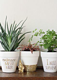 Pon mensajes a tus macetas./ Post messages to your pots. #DIYdesign