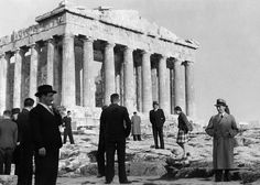 Joseph Goebbels ( right) during a visit to Greece in derBesichtigung the Acropolis in Athens ; left : Mayor KonstantinKotzias ; in the background of the Parthenon