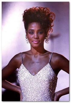Oh my, Whitney Houston is gorgeous.