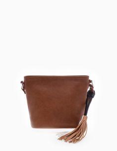 En Stradivarius encontrarás 1 Mini bolso bandolera para mujer por sólo 12.95 € . Entra ahora y descúbrelo junto con más BOLSOS.
