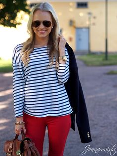 Outfit in Preppy Red & Stripes