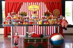 Uma Festa Circo muito fofa e com detalhes encantadores!!Venha se inspirar!!Imagens Pri Garbino Festas Silvia Roveri Eventos.Lindas ideias e muita inspiração.Um fim de semana maravilhoso par...
