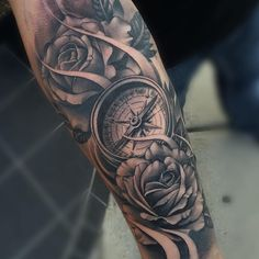 541 vind-ik-leuks, 3 reacties - Em Morris (@artisticendeavorsem.morris33) op Instagram: 'Amazing artist Okamitattoo @okamitattoo awesome flower compass tattoo! @art_spotlight @art_motive…'