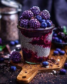 Chia brombeer pudding ps taking the cold weather opportunity to drink from our largest tea cup in our coziest jumper sundaymorning zalandostyle Delicious Desserts, Dessert Recipes, Yummy Food, Kreative Desserts, Dark Food Photography, Aesthetic Food, Cute Food, Smoothie Recipes, Smoothies