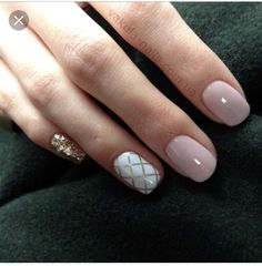 Opting for bright colours or intricate nail art isn't a must anymore. This year, nude nail designs are becoming a trend. Here are some nude nail designs. White Nails, Pink Nails, Shellac Nails, Nail Polish, Gold Manicure, Manicures, Mani Pedi, Love Nails, My Nails