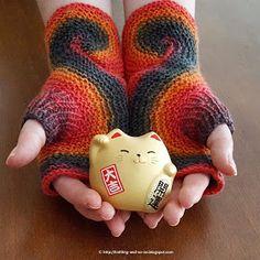 Crochet Patterns Gloves Knitting and so on: Pieces of Eight Mitts – Deutsche Version Crochet Feathers Free Pattern, Crochet Gloves Pattern, Knitting Designs, Knitting Patterns, Crochet Patterns, Knitting Ideas, Fingerless Gloves Knitted, Knit Mittens, Crochet Supplies
