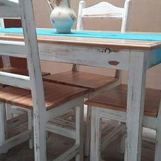 Restauración de juego de comedor  . Patina vintage y tapas de sillas y mesa laqueada en poliuretano .