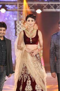 Shilpa Shetty at India Bullion and Jewellery Awards 2013.
