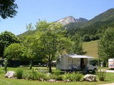 Comfortplaats : caravan of tent + auto of kampeerauto + elektriciteit Camping France, Germany And Italy, Camper Caravan, Camping Glamping, Campsite, Alps, Trip Planning, Recreational Vehicles, Vacation