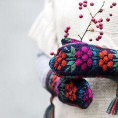 ET-lehti julkaisee hurmaavien maakuntalapasten ohjeet. Osa ohjeista on… Knit Mittens, Mitten Gloves, Knitted Hats, Fair Isle Knitting, Hand Knitting, Knitting Patterns, Knitting Projects, Crochet Projects, How To Purl Knit