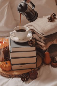 Halloween Wallpaper Iphone, Iphone Wallpaper Fall, Book Wallpaper, Cozy Aesthetic, Autumn Aesthetic, Autumn Coffee, Autumn Cozy, Coffee Photography, Autumn Photography