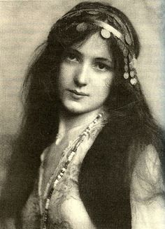 Evelyn Nesbit The woman that caused a scandal that left one very famous man dead. Look her up.She has a very interesting history.