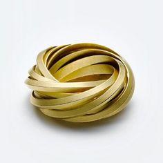 Anillo de Oro | Diseñado por Claude Schmitz.-