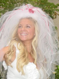 So this particular veil is no longer available on Etsy, but I could totally make one!! She has to have a veil!