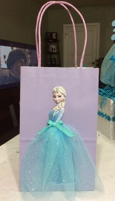 Frozen Elsa Birthday Party Favor Bags -just print out elsa image, then hot glue tulle and ribbon on dress skirt Disney Frozen Party, Frozen Birthday Party, Elsa Birthday Party, 4th Birthday Parties, Princess Birthday, Princess Party, Birthday Ideas, Festa Frozen Fever, Party Favor Bags