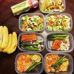 A bunch of meat-free meals prepped and ready to go by @phoenixknite ! She has salmon and shrimp for proteins to go with her veggies and grains. - For any kind of diet – meat-eater, pescatarian, vegetarian... whatever you choose! @mealplanmagic will help with whatever program is for you.