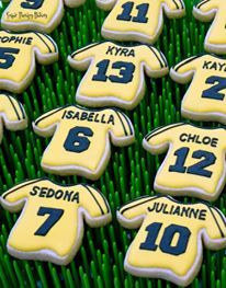 Soccer jersey sugar cookie favours made by Sugar Therapy Bakery