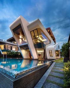 ⇀  #Arquitectura inspiracional ↼ Conmemoramos la #SemanaDeLaArquitectura con #proyectos que desafían las leyes del #diseño. #FridayFinds