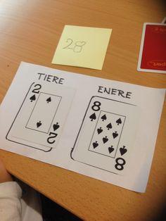 I dag hadde vi en kjempemorsom matematikktime. Både elevene og jeg koste oss med aktivitetene. Målet for timen var at elevene skulle bli tryggere på ener- og tierplassen. Vi startet timen med å rep…