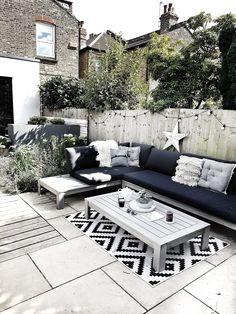 Creating a Scandi Inspired Garden Seating Area — Malmo & Moss - Modern Design Small Backyard Patio, Backyard Seating, Backyard Patio Designs, Diy Garden Seating, Patio Ideas, Backyard Landscaping, Garden Ideas, Outside Seating Area, Outdoor Seating Areas