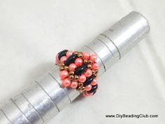 DIY Ring Tutorial - 1----------------------------------Materials: Pearls Seed beads Twin Beads