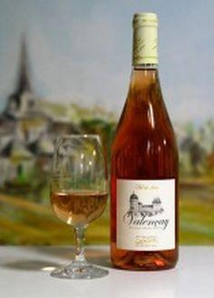 Les vins du Berry - Le Valencay devenu un AOC en novembre 2003. Aux confins du Berry, de la Sologne et de la Touraine, le vignoble est situé sur quatorze communes de l'Indre et une du Loir-et-Cher. Pinot Noir, Berry, France, Bottle, Exotic Fruit, November, Blueberry, Flask, Jars