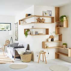 Custom wall shelves with oak wall shelves 90 x euros; 150 x 40 square brackets, euros and aluminum shelves fittings, x euros at Leroy Merlin. Source by emilie_trouillo Oak Wall Shelves, Shelving, Floating Shelves, Corner Shelves, Shelf Wall, Interior Design Living Room Warm, Living Room Designs, Living Room Colors, Living Room Decor