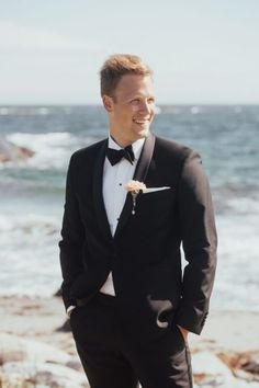 4b3e50ee20cc Are you unsure of what the groom should wear on the wedding day  There are