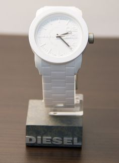 Sharing Happens • Pin a gift • TIC TAC • Reloj diesel blanco Q1,199