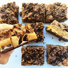 Salted caramel cornflake slice Part caramel slice, part chocolate crackle, part honey joy. The best part is that no baking required. Chocolate Slice, Chocolate Recipes, Corn Flake Bars, Honey Caramel, Caramel Corn, Xmas Food, Sweet Recipes, Xmas Recipes, Yummy Treats
