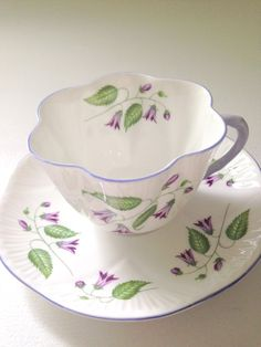 Vintage Shelley English Fine Bone China Campanula Pattern Dainty Shape Tea Cup and Saucer Tea Party Cup And Saucer Set, Tea Cup Saucer, Tea Cups, Café Chocolate, China Tea Sets, Teapots And Cups, Vintage China, Vintage Teacups, Bone China