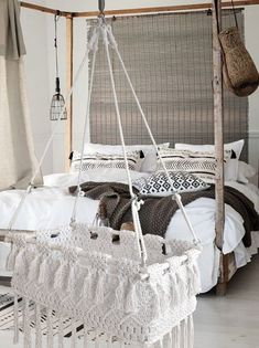 Ibiza hanging cradle # Everyone is overweight# cullabebe # cradle # cullasospesabebe # culladon Hanging Bassinet, Hanging Cradle, Hanging Crib, Macrame Wall Hanging Patterns, Baby Bassinet, Baby Cribs, Ibiza, Baby Bedroom, Baby Boy Rooms