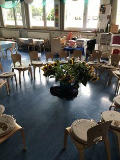Der Morgenkreis für den ersten Kindergartentag ist eingerichtet. Gespannt und mit viel Vorfreude erwarte ich heute die neuen Kinder.