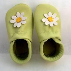 pilooshoe flower Handmade Leather Shoes, Slippers, Flowers, Fashion, Moda, Fashion Styles, Slipper, Royal Icing Flowers, Fashion Illustrations
