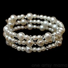 One Artsy Mama: Pearl and Crystal Memory Wire Bracelet