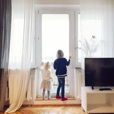 Oni. Początek i koniec wszystkiego. I sens wszyskich nawet tych najbardziej zawikłanych sensów.  Za mną dobry i inspirujący dzień wśród ciekawych ludzi. A mimo to - potęskniło mi się za nimi...  . . . . . . . . . #dobranoc #gdansk #igersgdansk #BFGdansk #instahome #instamatki #polskadziewczyna #apartament #dom #wdomu #interior4you #polska #jesień #tv_living #tv_lifestyle #happylife #momlife #dziecko #instadziecko #mykids #igkiddies #window #windows #childofig #interiorstyle #lounge #…