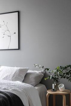 Minimalist Bedroom Vintage and modern elements combined - via Coco Lapine Design Interior Design Minimalist, Minimalist Bedroom, Modern House Design, Modern Bedroom, Home Interior Design, Bedroom Vintage, Monochrome Bedroom, Trendy Bedroom, Interior Shop