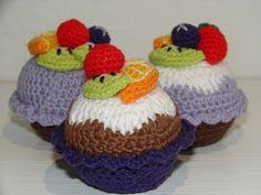 filihunkat: Jeg vil ha' kaaaaage! Crochet Food, Crochet For Kids, Play Food, No Bake Cake, Applique, Cupcakes, Sweets, Knitting, Sewing