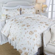 Clever Carriage Home Sussex Mansion Rose 3-piece Comforter Set