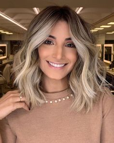 Inspirational balayage highlights for medium hair in 2019 - cool style . - Inspirational balayage highlights for medium hair in 2019 – cool style Inspira - Blonde Balayage Highlights, Hair Color Balayage, Short Blonde Balayage Hair, Medium Balayage Hair, Medium Hair Highlights, Balayage Long Bob, Blonde Highlights On Dark Hair Short, Dark Roots Blonde Hair Balayage, Face Frame Highlights