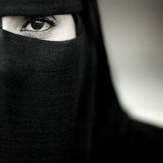 Samira, veiled woman from Salalah, Oman by Eric Lafforgue, via Flickr