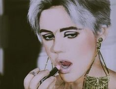 look for an ascot. a big cigar 60s Makeup, Girls Makeup, Patti Smith, Andy Warhol, Pale Lips, Poor Little Rich Girl, Huge Eyes, Edie Sedgwick, Long Dark Hair