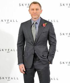 Tom Ford on Daniel Craig Daniel Craig, Tom Ford, Short Bob Styles, Trendy Fashion, Mens Fashion, Trendy Style, Vintage Mom Jeans, Pinstripe Suit, Men Style Tips